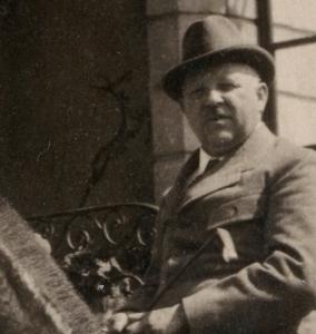 Adolf Michel auf Pferd mit Hirsch - Quelle Piller